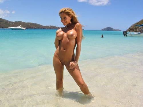Фото девушки пляж голые