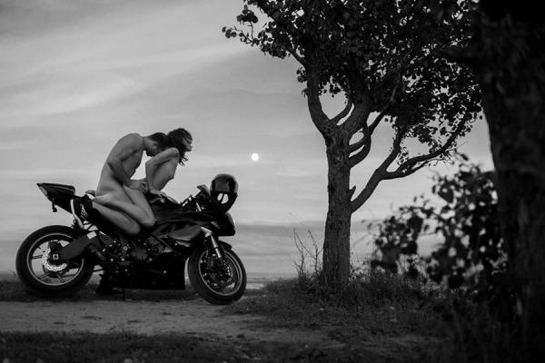 секс фото на мотоцикле