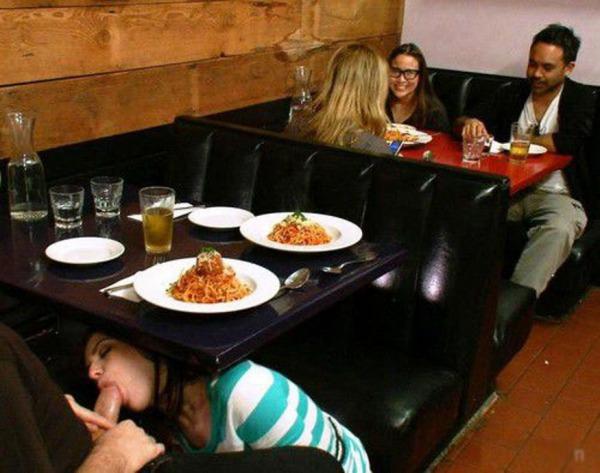 Порно видео под столом в ресторане
