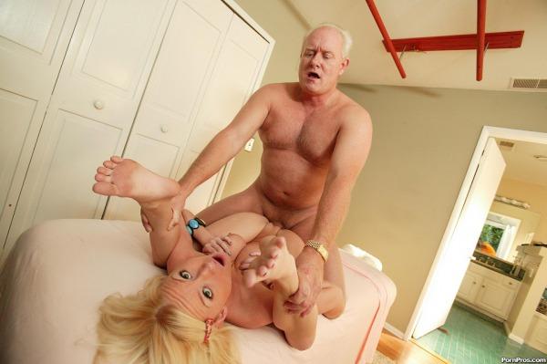 krasivie-blondinki-v-sperme