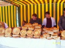 Базар Иски Шахар - торговцы ПАТЫР (сдобные лепешки)
