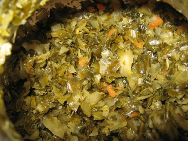щи с зелёными листьями капусты
