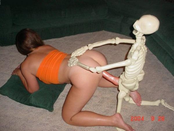 Скелетон женщины порно, поиск проститутки по номеру телефона